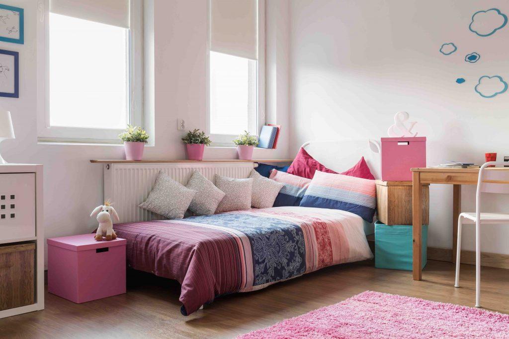 Veja motivos para usar a cortina rolô no quarto infantil