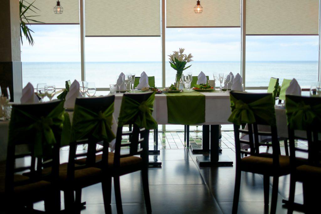 Veja como usar Cortina Rolô para restaurantes