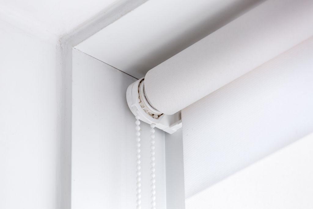 Cortina rolô: modelos para proteção e decoração de casa